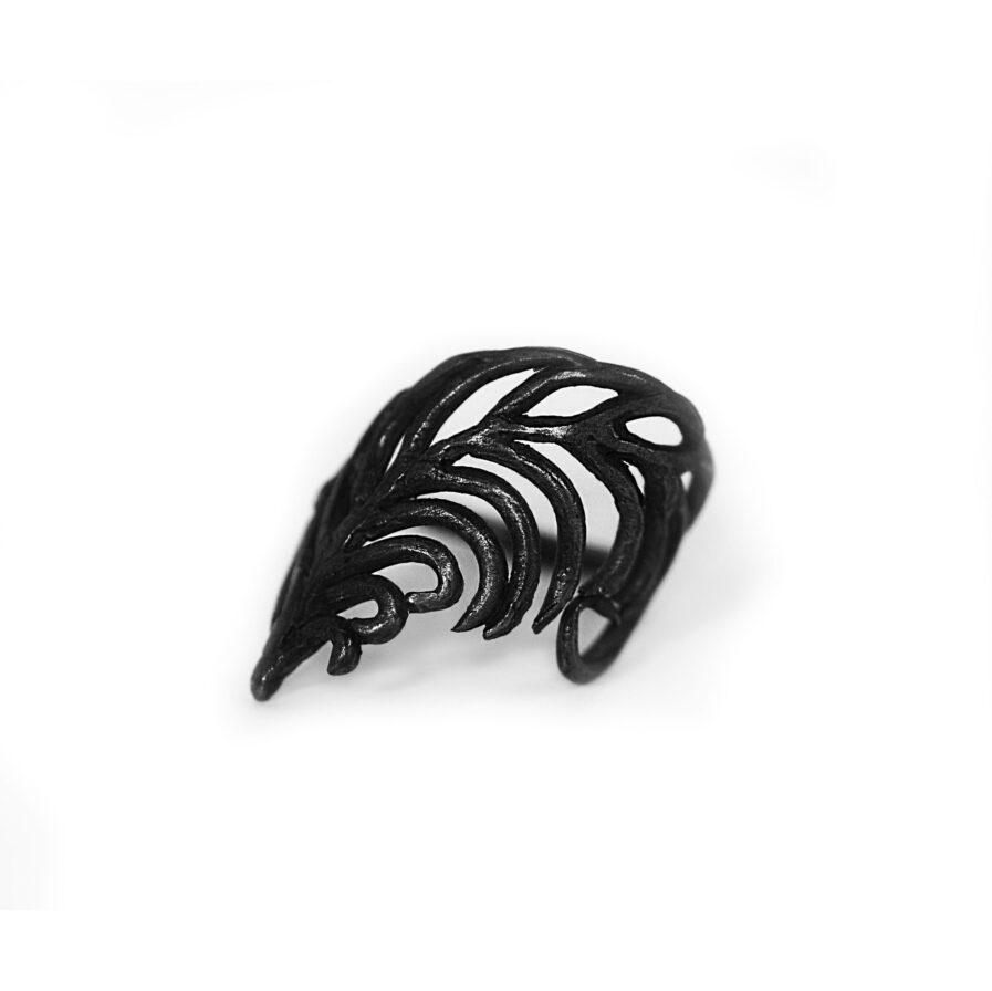 Leaf-shaped ring